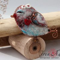 Brooch bird with flowers and red heart, brooch handmade of wool and copper, pretty bird brooch, felt bird