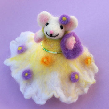 Needle Felted Mouse, Needle Felted Animal, Princess Mouse, Felt Mouse, Mouse Miniature, Wool Mouse, Soft Sculpture Animal, Dressed Mouse