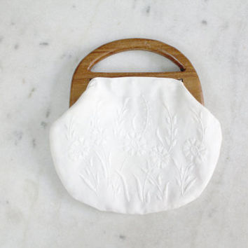 1960s White Flower Embroidered Wooden Handle Clutch