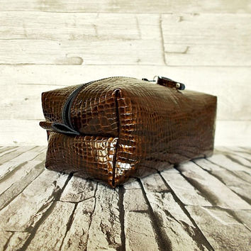 brown dopp kit, wedding gift, personalized shaving bag, mens toiletry, travel, distressed leather, rustic, wash, leather cosmetic bag, gift