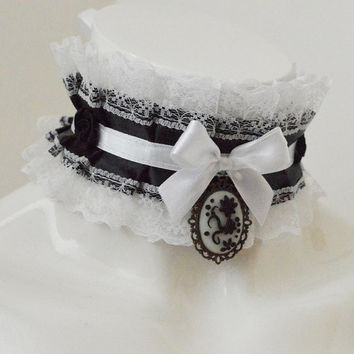 Gothic choker - Madame du Pompadour - vampire black and white pleated choker with cameo - lolita kittenplay ddlg princess collar