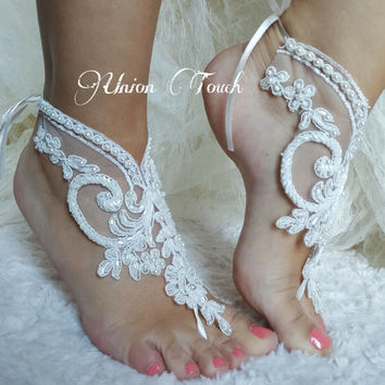 Free Shıp Elegant bride lace barefoot sandals, Outdoor Wedding, lace shoes white or ivory Beach wedding shoes, bangle beach anklets