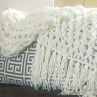 Arm knit blanket with fringe.  Light knitted wool throw, soft arm-knit blanket, Arm knitted blanket, chunky knit blanket, handmade knit wool