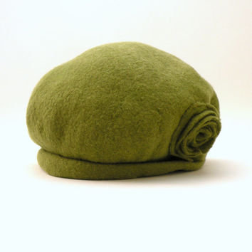 Felted women beret from olive green wool - felted hat  - woodland - made to order