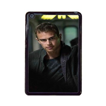 Theo James-Divergent  iPad Mini Case
