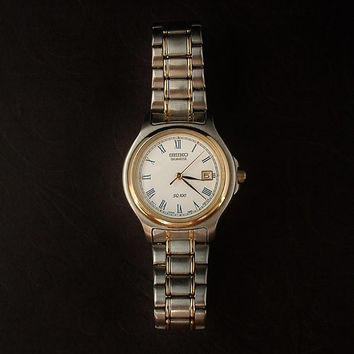 SEIKO Vintage Ladies Wrist WATCH Water Resistant Day Date Display ACCURATE Time c.1980s