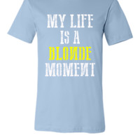 MY LIFE IS A BLONDE MOMENT - Unisex T-shirt