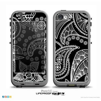 The Black and White Paisley Pattern v14 Skin for the iPhone 5c nüüd LifeProof Case