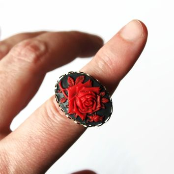Red And Black Rose Cameo On Silver Tone Stretchy Ring