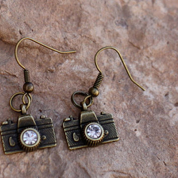 Antique Bronze Hipster Camera Earrings with Swarovski Crystal, Vintage Photographer Earings, Trendy Camera Jewelry, Photographer Gift