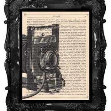 FREE SHIPPING WORLDWIDE ANTIQUE CAMERA PRINT CLOSE by BlackBaroque