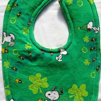 st patricks day baby bib green clover bib kiss me I'm Irish infant feeding March baby shower spring bib baby boy baby girl unisex gender