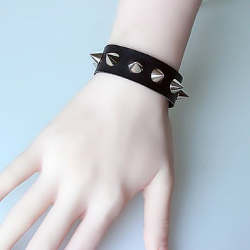 Unisex Women Girl Bracelets Sexy Punk Gothic Silver Spike Rivet Cone Black PU Leather Bracelet Wristband Cuff Fashion Jewelry