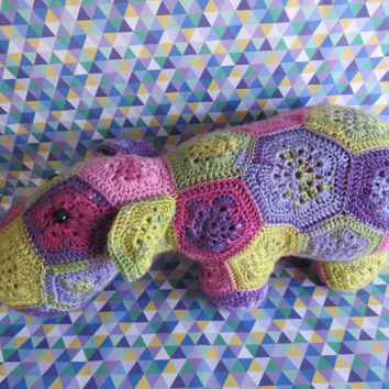 Happypotamus, crochet hippo in african flower motif.