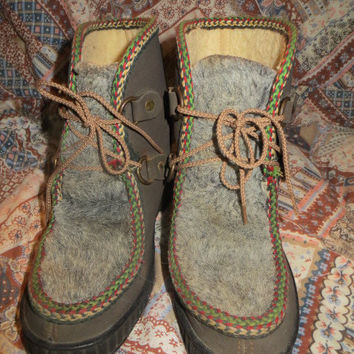 1960-1970s ESKIMO faux fur and suede  SHEARLING  fleece lace up WINTER Eskimo ankle boots sz 6