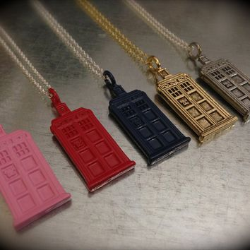 UK Phone Booth, Gift for Her, Geek Gift, Sci-Fi Gift, Dr. Who Fan Gift, UK Phone Booth Necklace, Best Friend Gift, Couple Gift