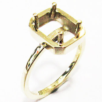 Ring Mounting Engagement Ring Solitaire Ring in Solid 18K Yellow Gold for Emerald cut stone