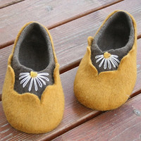 Women house shoes, felted slippers, wool slippers Amber - handmade - wool shoes