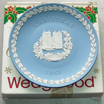 "vintage Wedgwood Blue Jasper Ware 1982 Christmas 8 1/4"" diameter Plate with white bas relief of Lambeth Palace in Original Box (ref: 3196)"