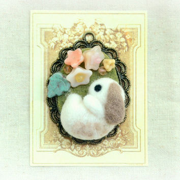 Needle felted bunny rabbit necklace / pendant , bunny with beige flowers, whimsical jewelry, Easter / spring